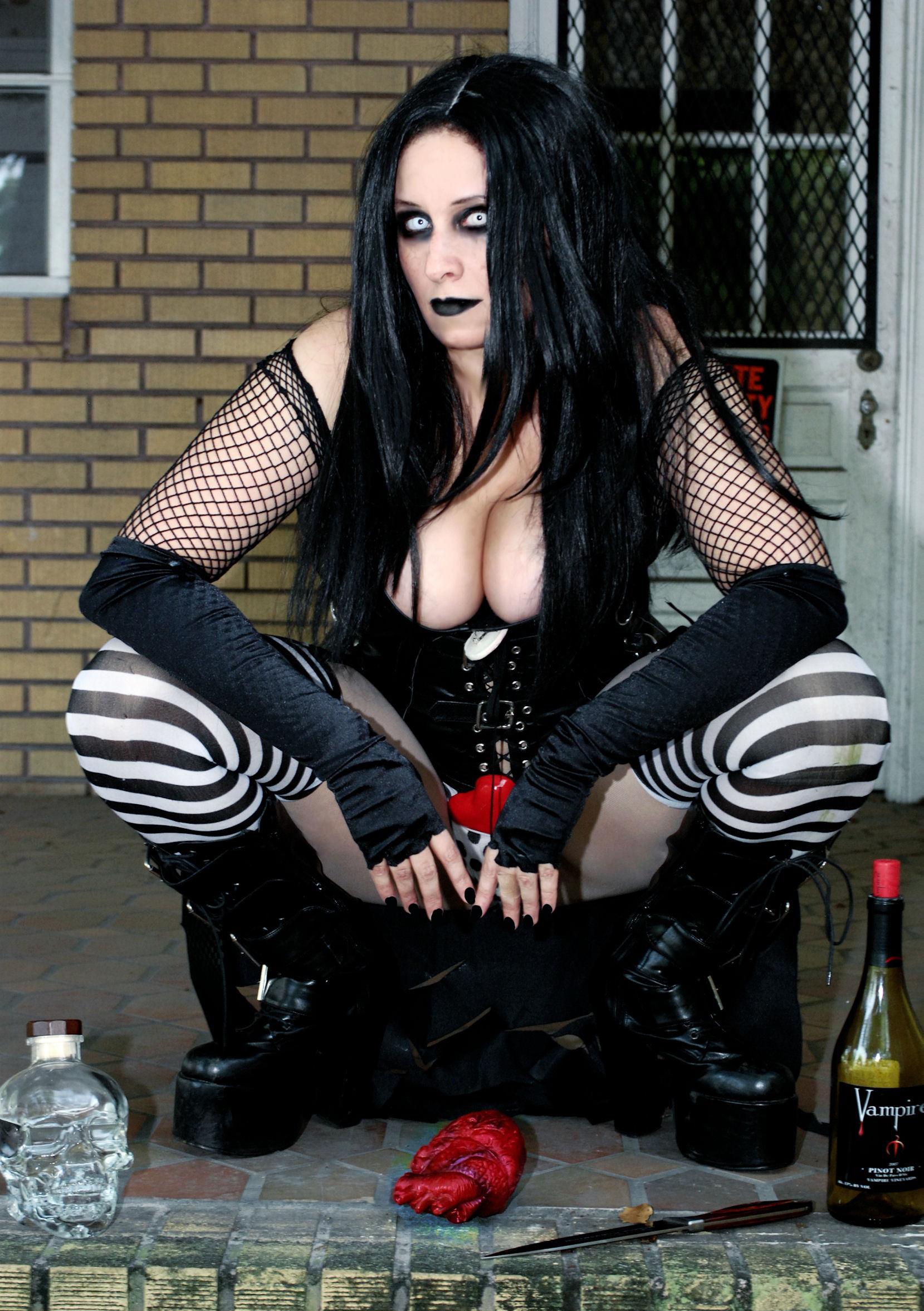 sexy nude metal girls